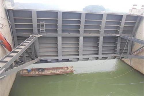 滦河上的钢制闸门